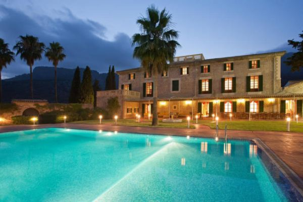 Mallorca Half price Finca /Villa  80 Bedrooms incl