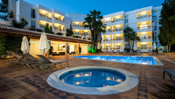 Great 4* Hotel in Ibiza 24 Bed and28 Bad rooms and
