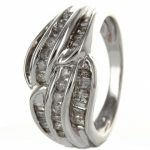 Ring, 14 carat white gold, with 40 diamonds 40% be